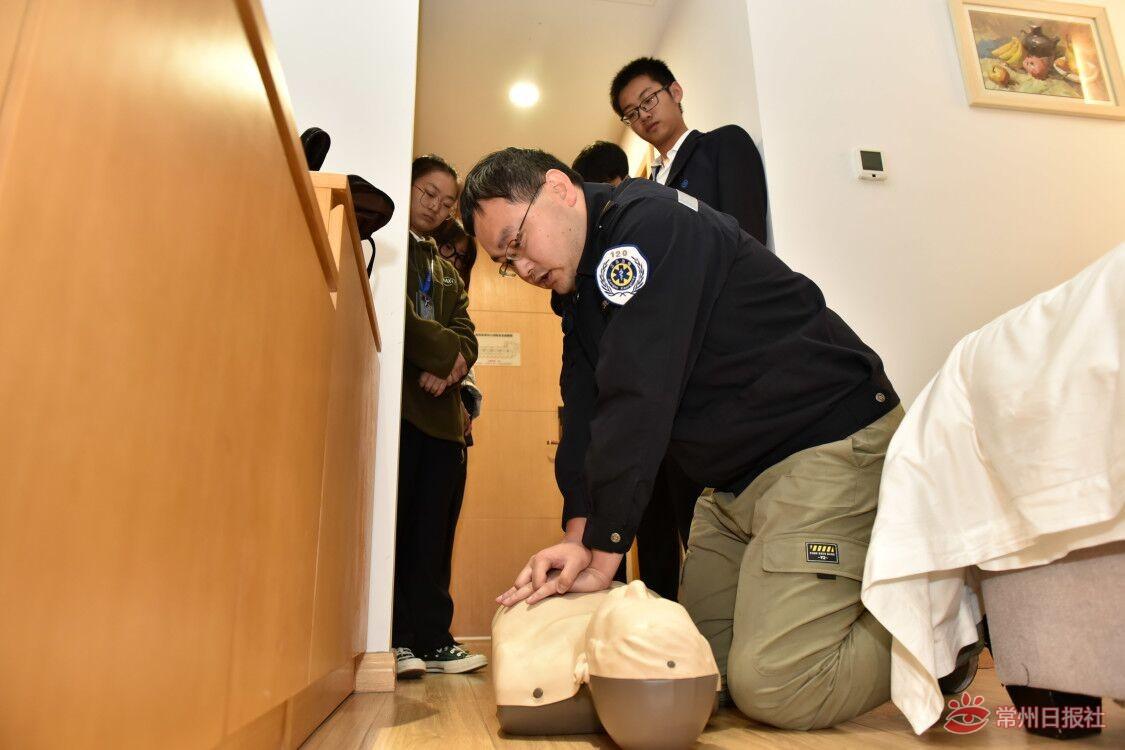 常州市已在机场、旅游景点等地投放AED,常州商旅千余名学生培训